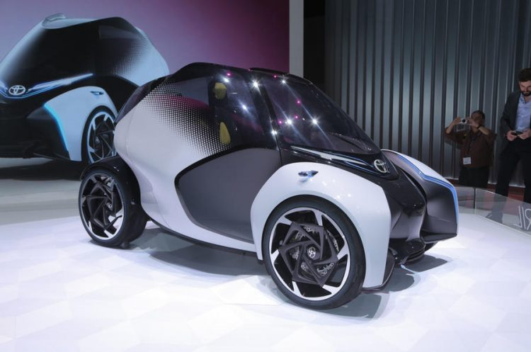 Electric Concept Cars - Toyota i-TRILL Front 3/4
