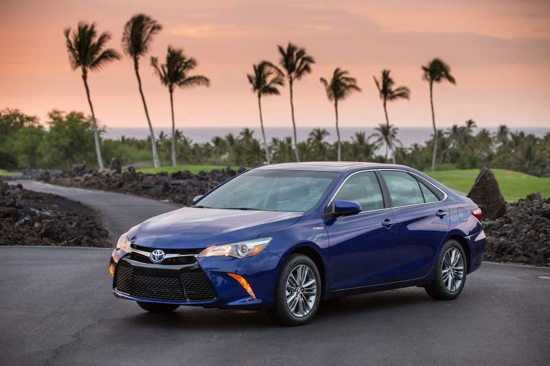 10 Best Selling Sedans of 2017 - Toyota Camry