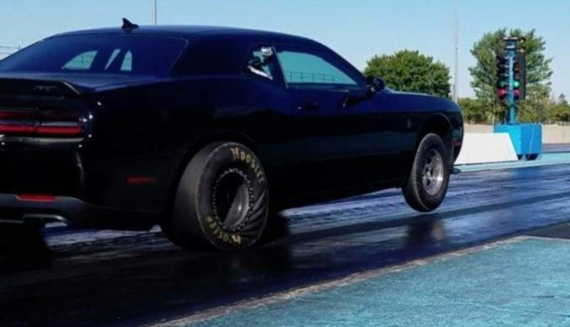 Fastest Hellcat lines up at drag strip