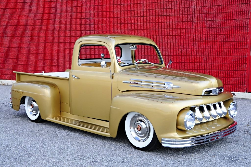 Builds like this 1952 F1 are awesome custom trucks.