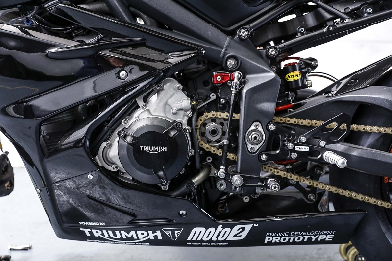 Triumph Daytona 765 6