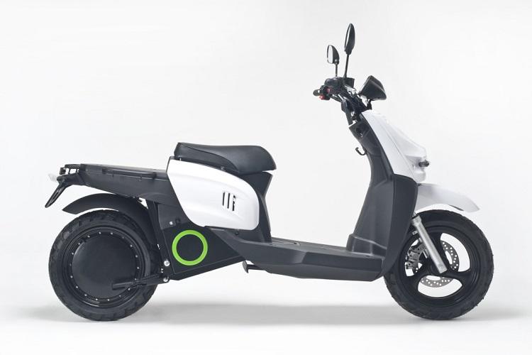 Street Legal Electric Scooter - Scutum S02 AMU