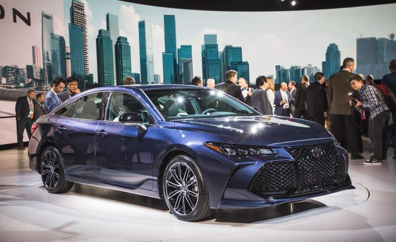 Best Mid-Size Sedan 2019 - 2019 Toyota Avalon three quarter view