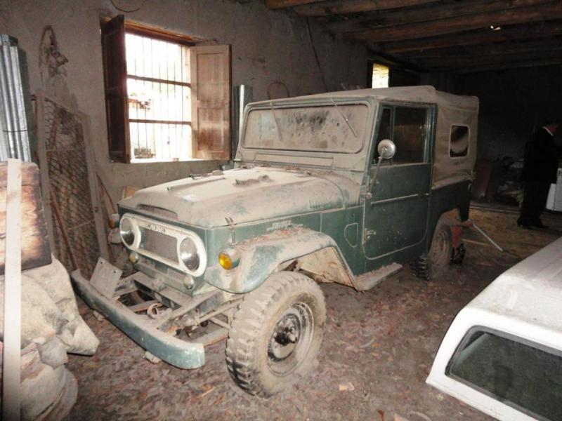 FJ40 Barn Find - Car Restoration Projects