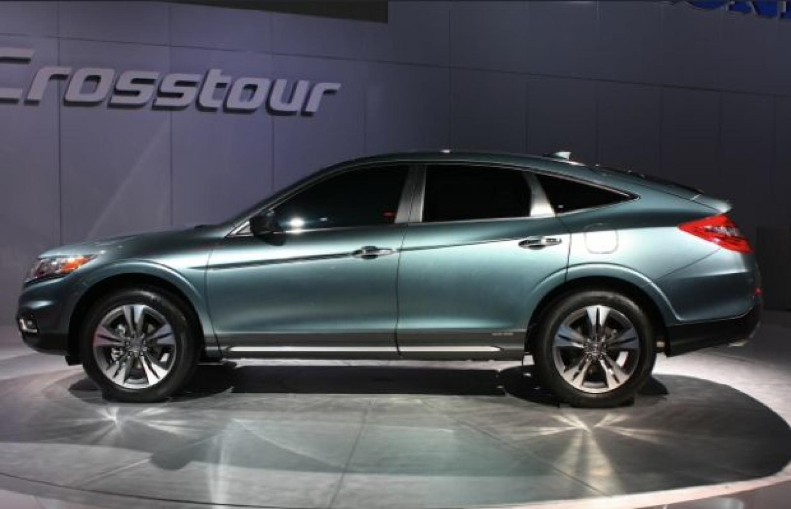 The mid-size CrossTours are durable Honda used cars.