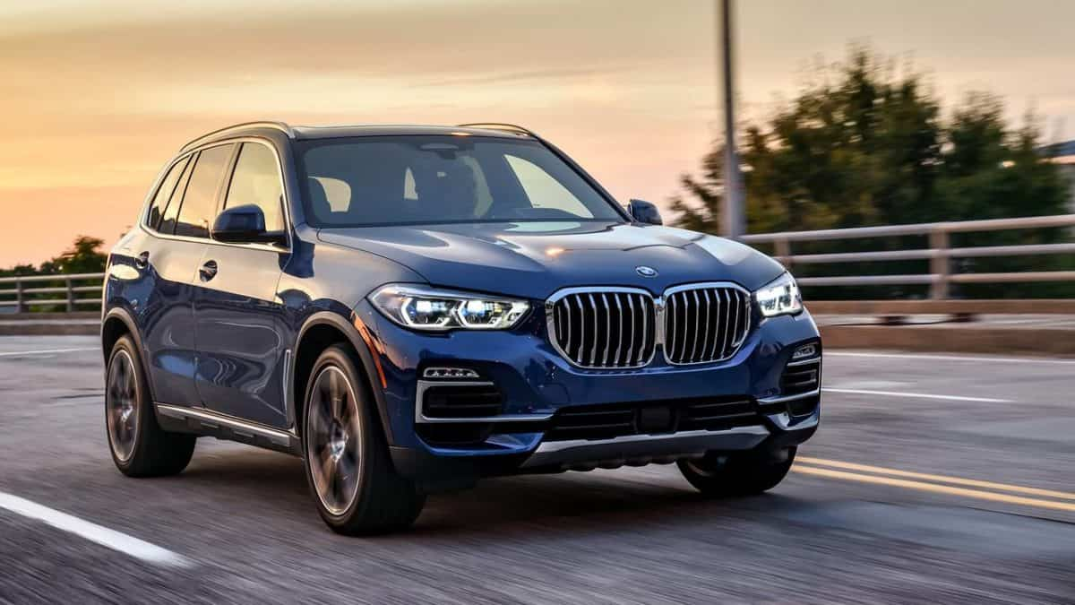 New BMW X5 front 3/4 view