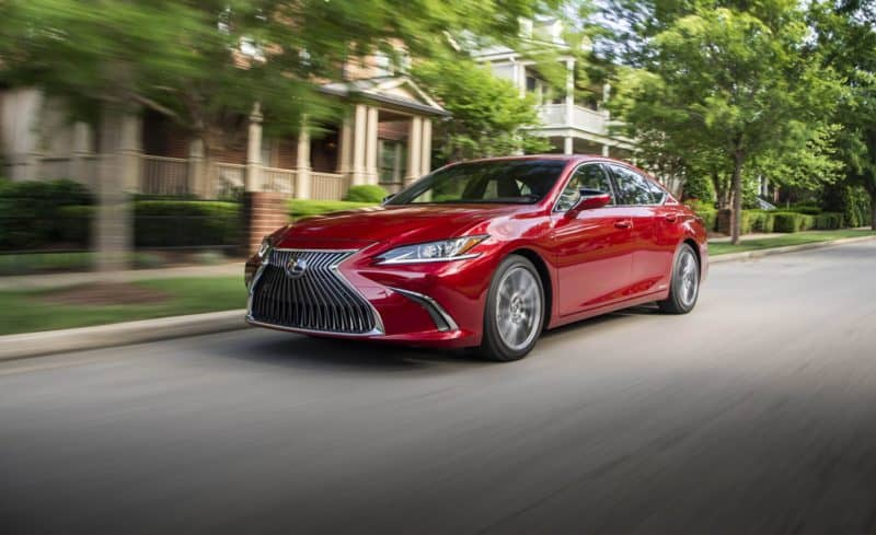 2019 Lexus ES front 3/4 view