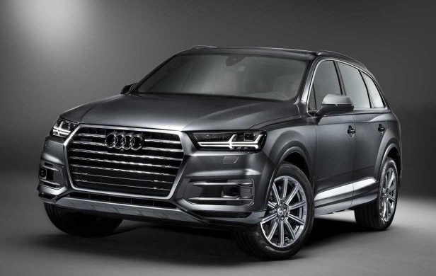 2018 Audi Q7 SUV front view