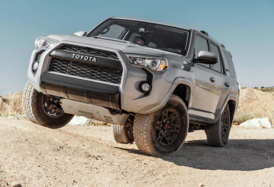 Toyota 4Runner Off-Road - front view