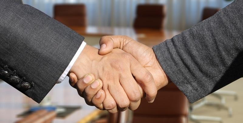 negotiate - hand shake