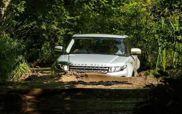 Range Rover Off Road in water