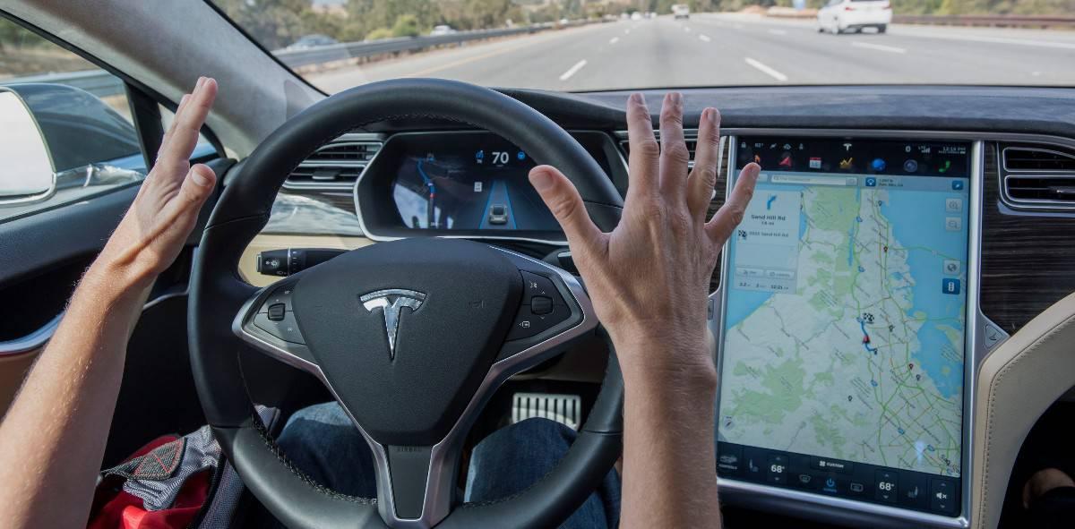 Tesla Autopilot - safety features