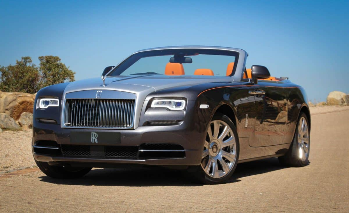 Rolls Royce 2019 - Dawn front 3/4 view