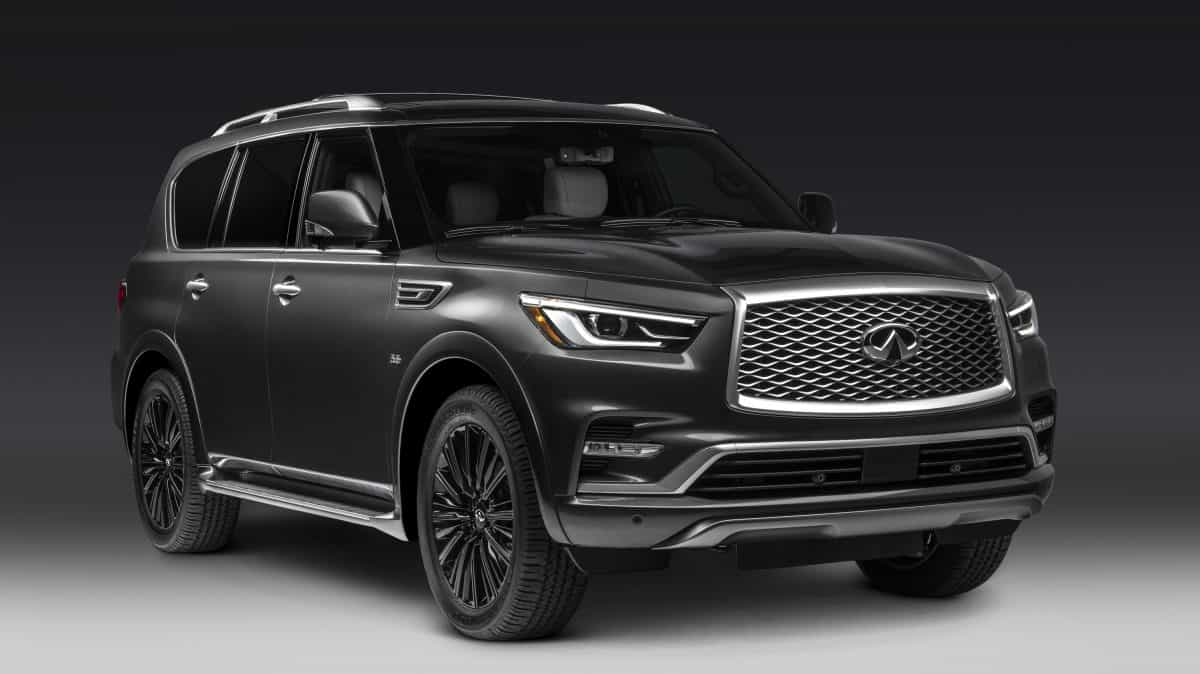 2019 New Infiniti QX80 Limited front 3/4 view