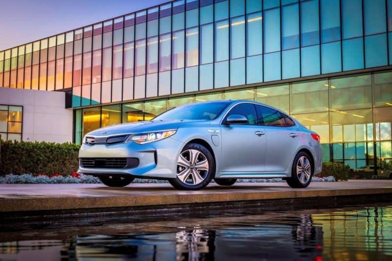 Kia Optima Plug-In Hybrid front 3/4 view