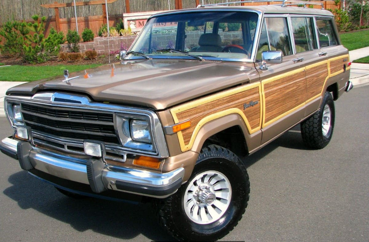 1988 Jeep Grand Wagoneer - drivers side front view