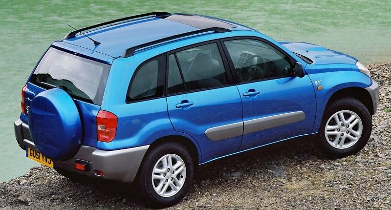 2000 Toyota RAV4 - passenger side view