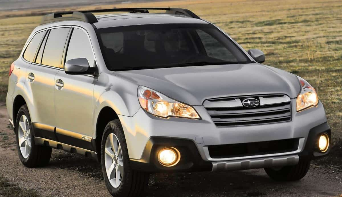 2014 Subaru Outback Wagon - right front view