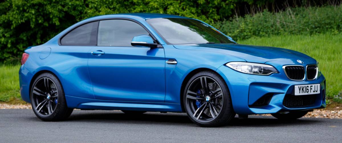 2016 BMW M2 - right side view