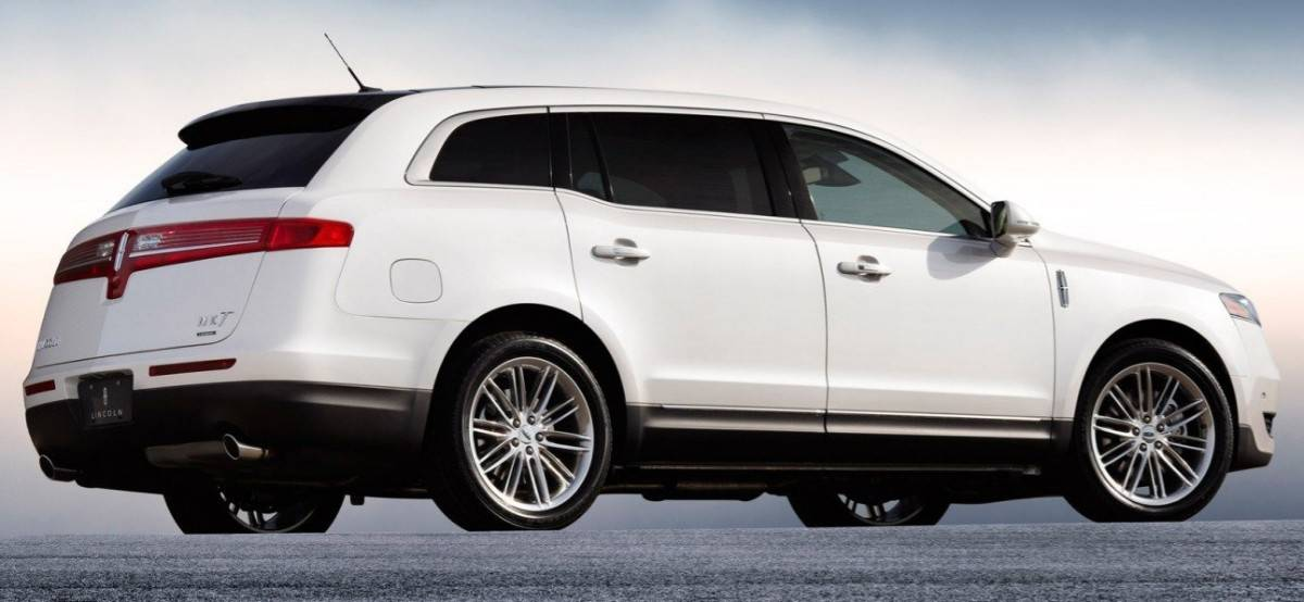 2018 Lincoln MKT - Full-Sized Crossovers