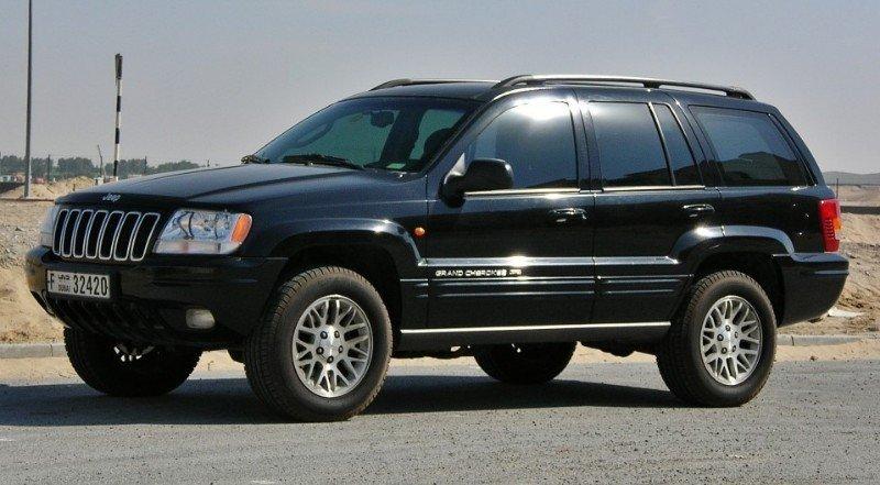 2002 Jeep Grand Cherokee Laredo - left side view