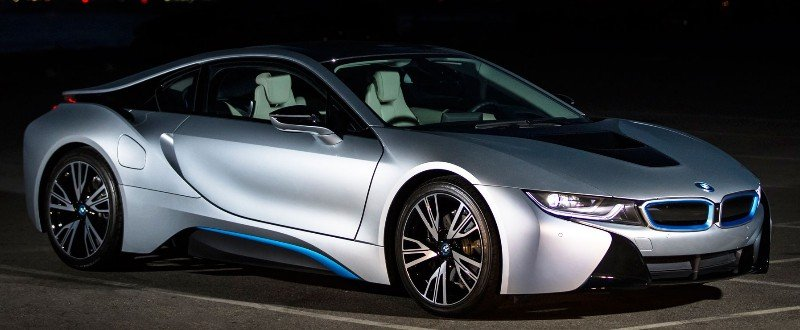 2018 BMW i8 - right side view