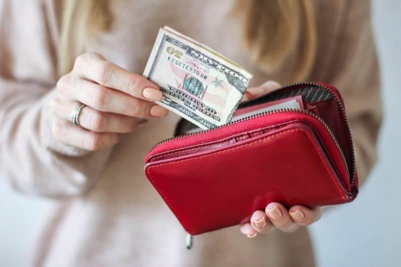 Women Tend to Pay Less