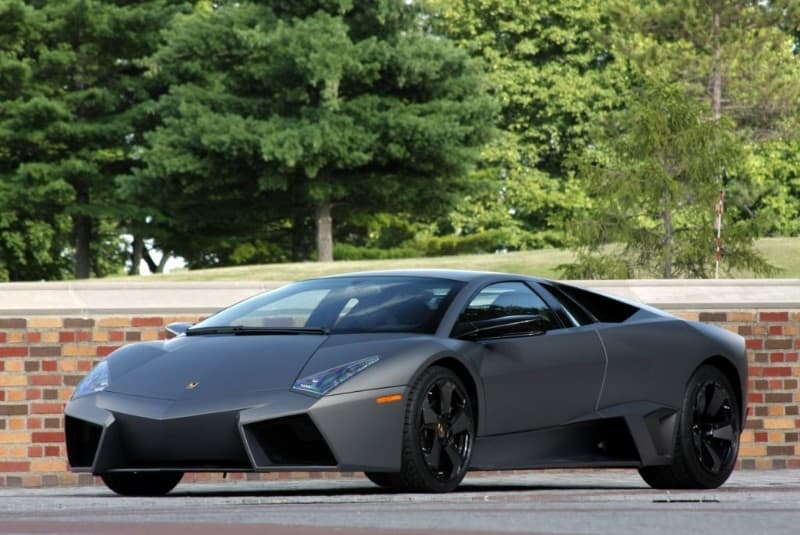 Lamborghini Reventón - left side view