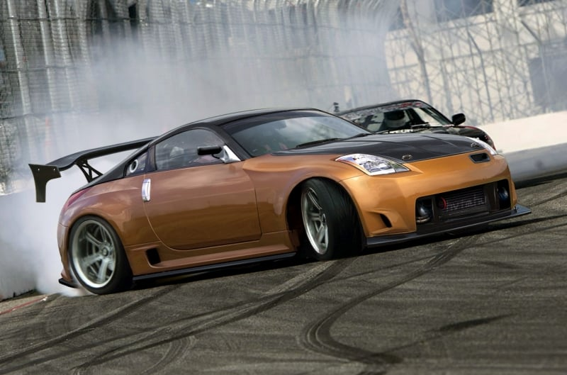 Nissan 350Z - right side view