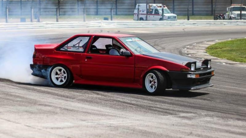 Toyota Corolla AE86 - right side view